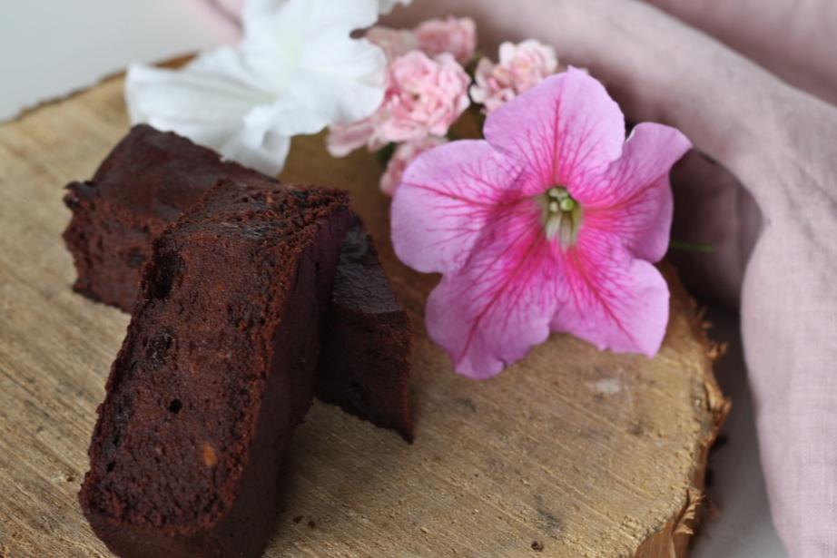 Batátové brownies s višněmi